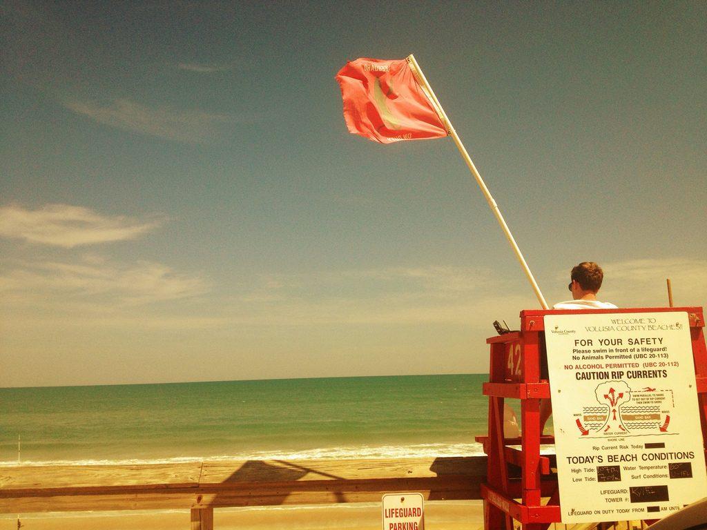 Badewacht am New Smyrna Beach in Florida (USA)