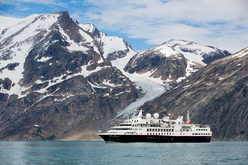 Kreuzfahrtschiff im Nordatlantik