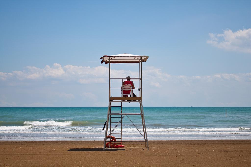 Rettungsschwimmer am Strand von Venedig